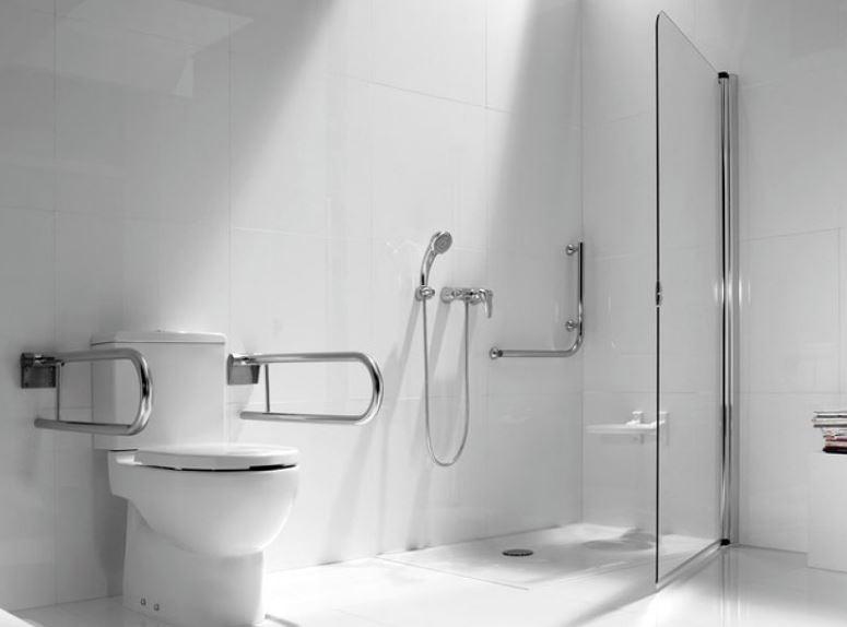 Baño blanco minusvalidos