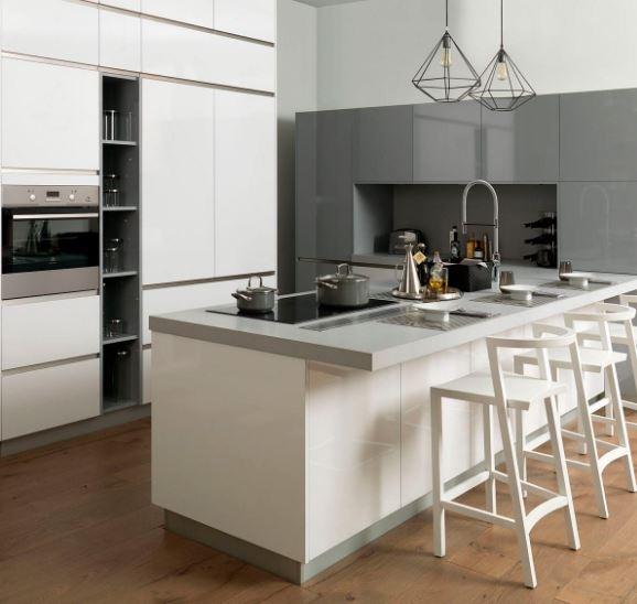 Cocina  blanca y gris con isla