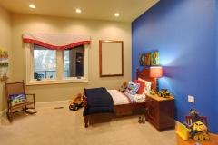 Exposición dormitorio pintura ocre y añil