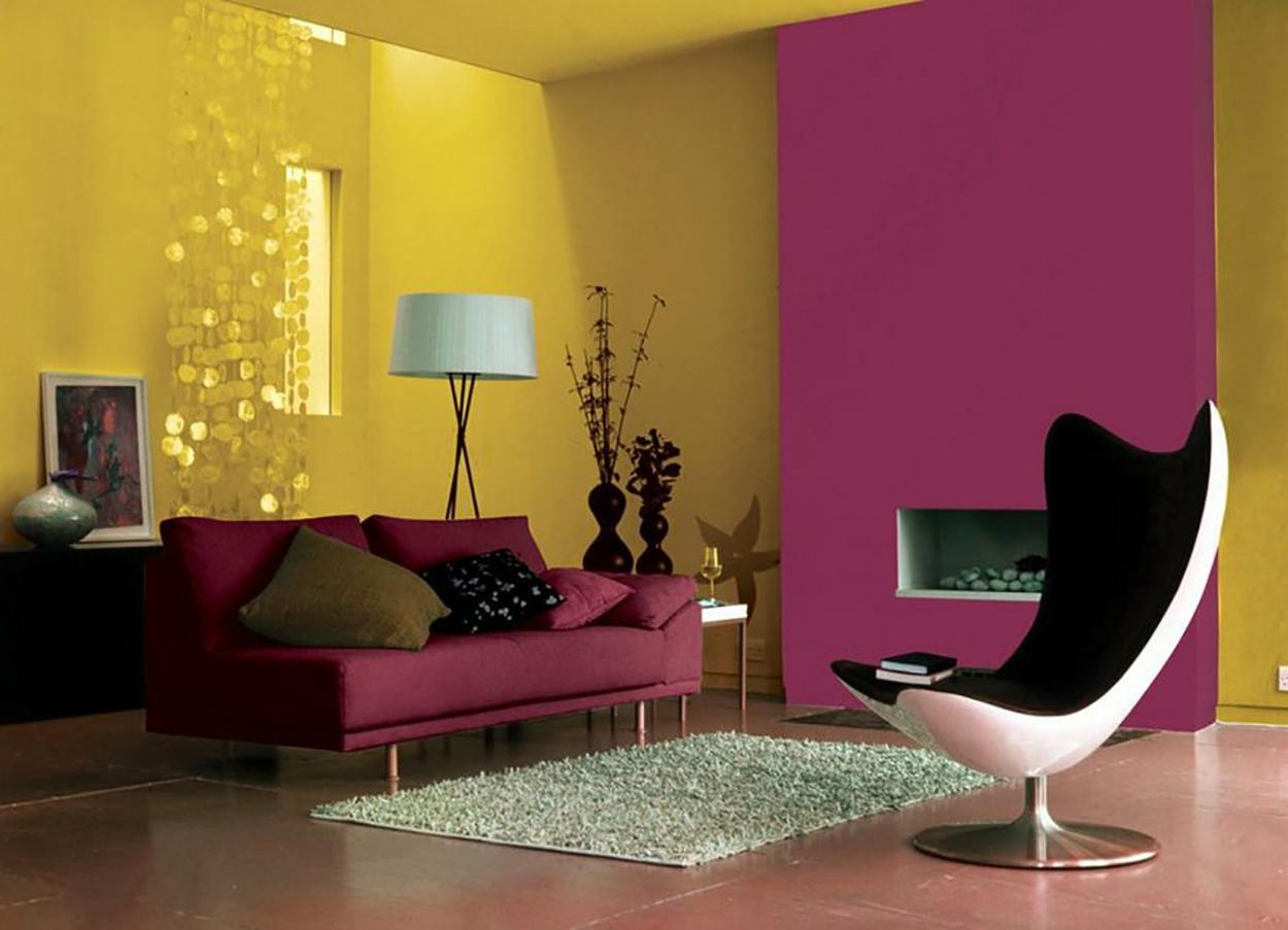 Sala colores mostaza y fusia